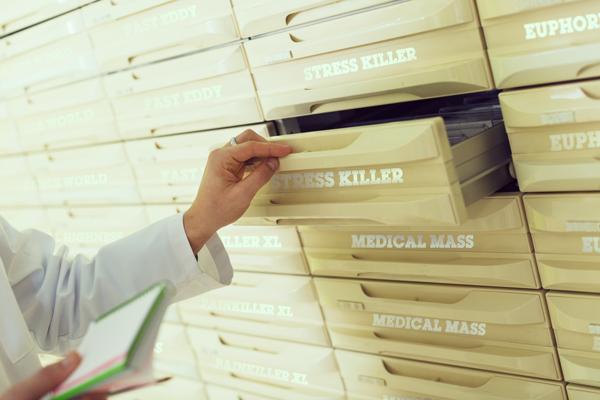 pharmaceutical healthcare italy medicine doctor bedrocan fm2