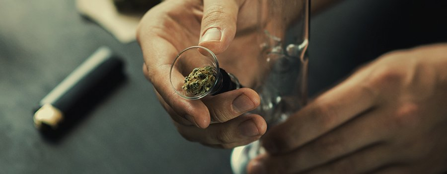No Papers? No Problem! — The Best Ways To Smoke Weed Without