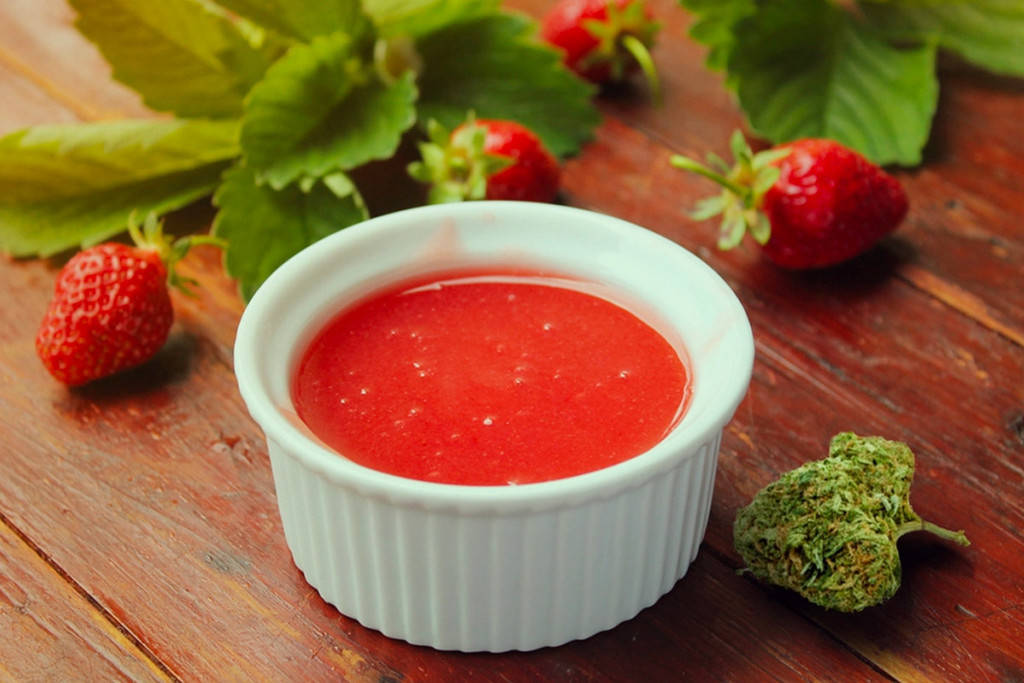 CBD Strawberry Sauce - Recipe And CBD Edible Overview
